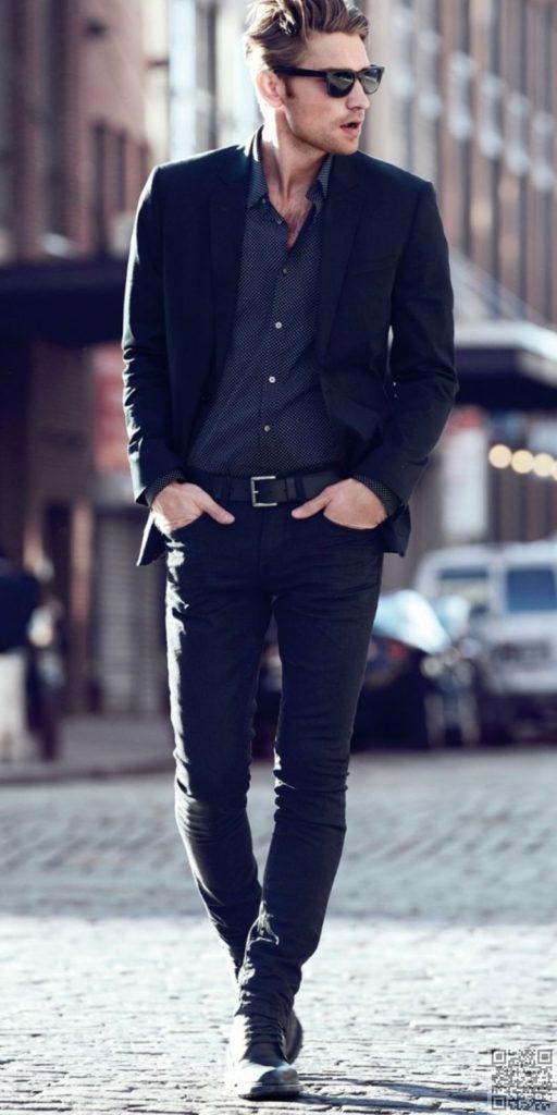 ジャケット+黒スリムパンツ+ダークシャツのモノトーンコーデ