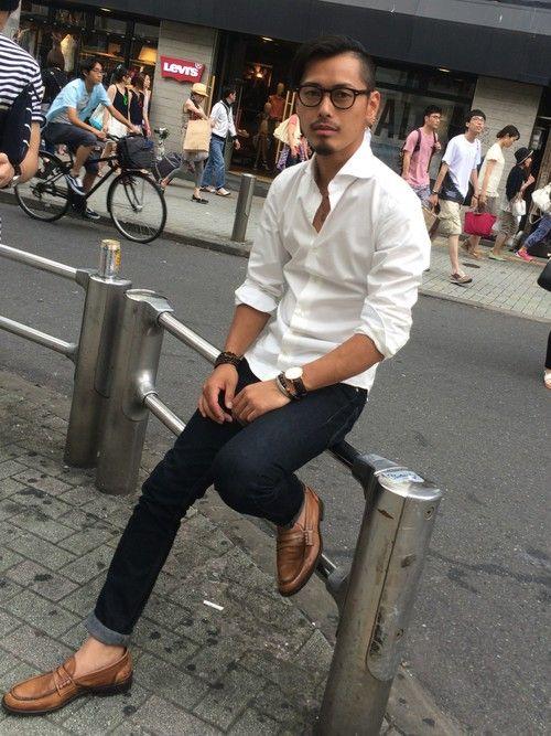 白シャツ+スキニージーンズのコーデ