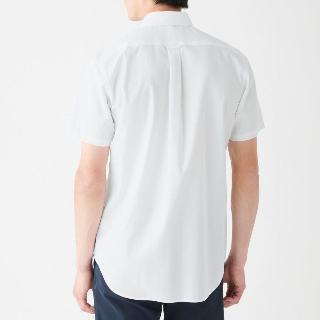 無印良品白シャツ後ろ