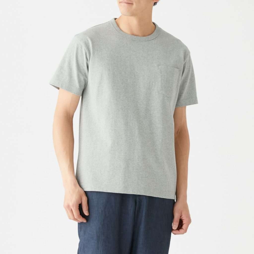 無印良品Tシャツ前